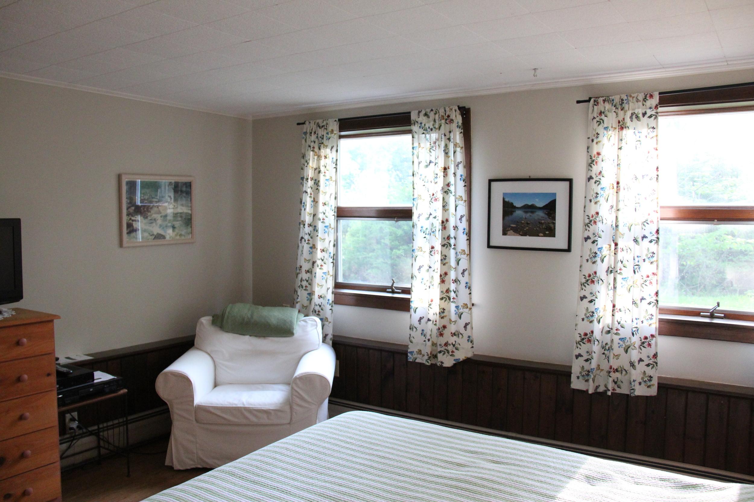 Lower level queen bedroom, pic 3