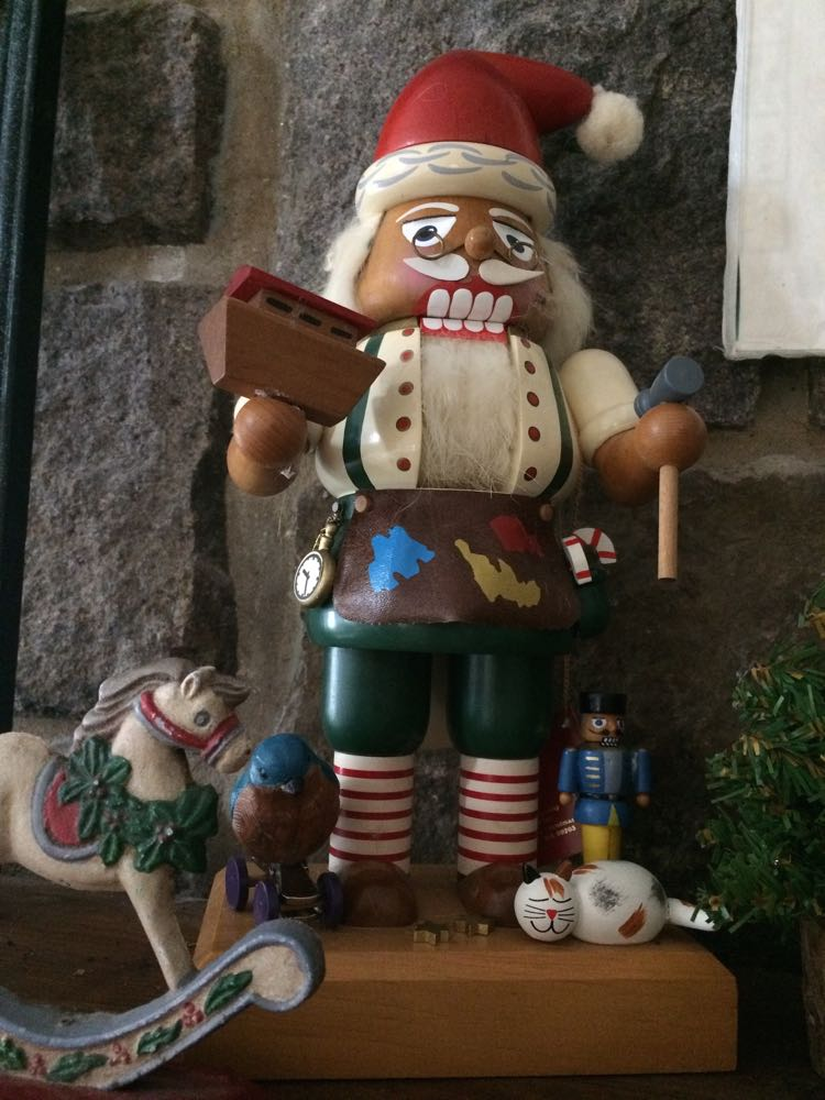 I refurbished this nutcracker by gluing missing parts and adding a bluebird on empty wheels.