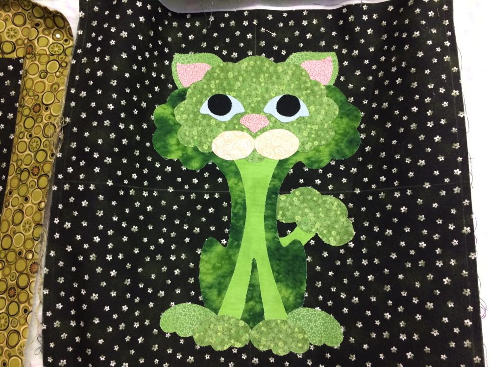 This little cat reminds me so much of a head of broccoli, which I also love!