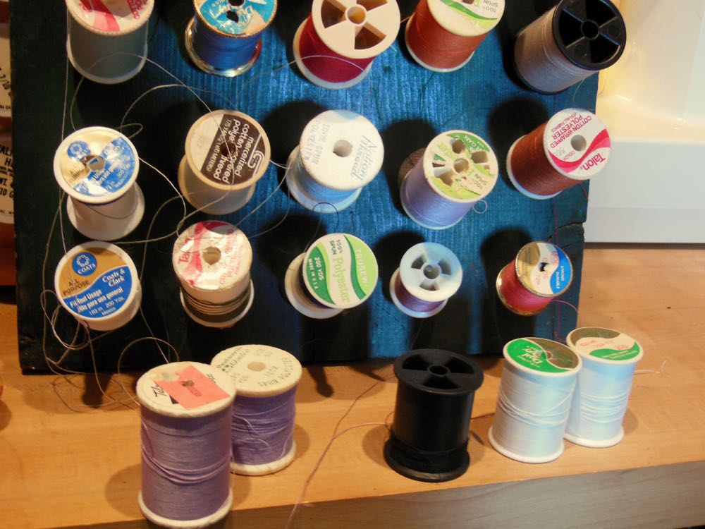 Spools of thread waiting fo their turn on the organizer. (Photo by Charlotte Ekker Wiggins)