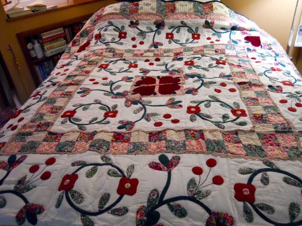 Country Sweetheart Handmade Quilt includes applique and lace details. (Photo by Charlotte Ekker Wiggins)