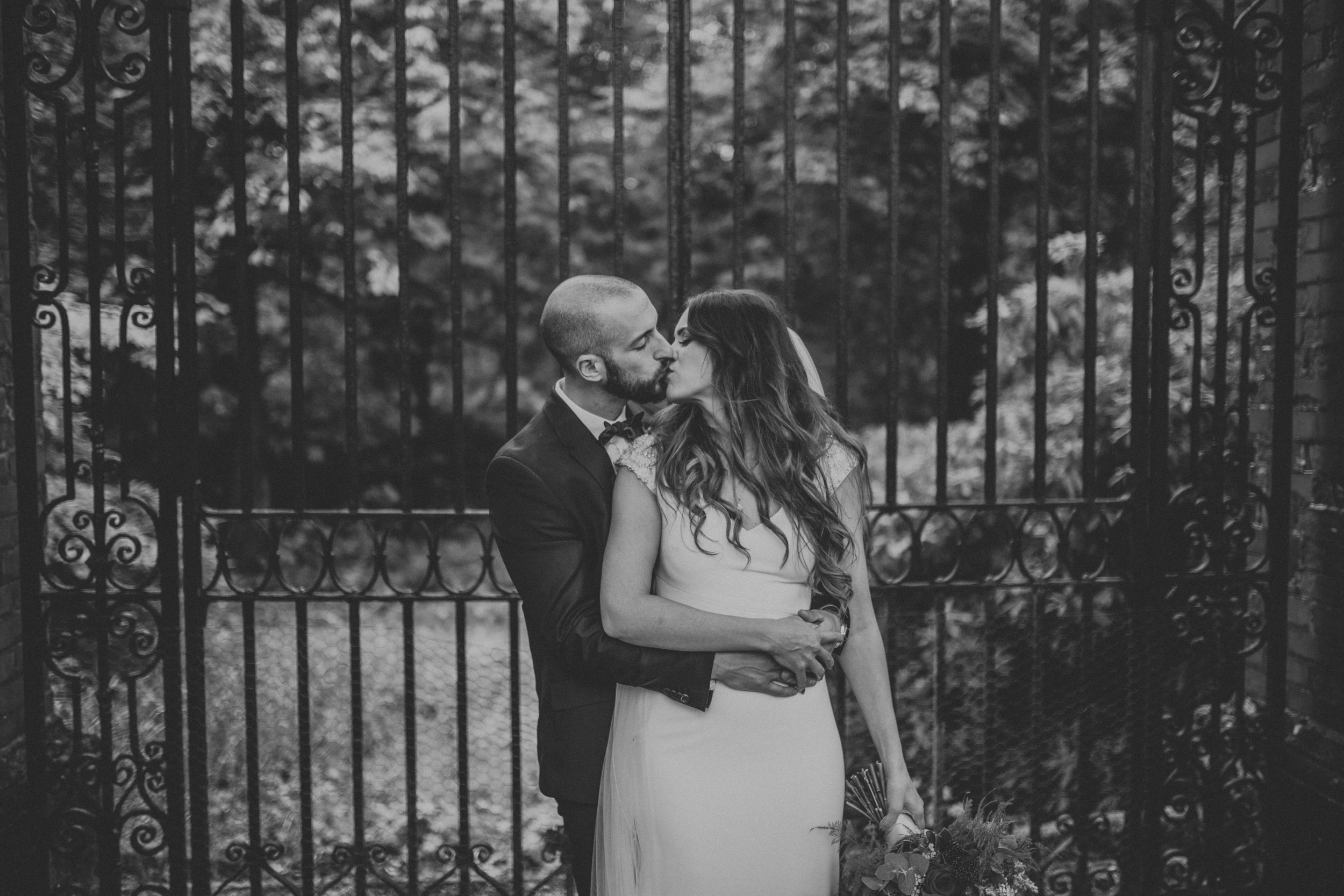 A Little Picture Wedding Photography kiss