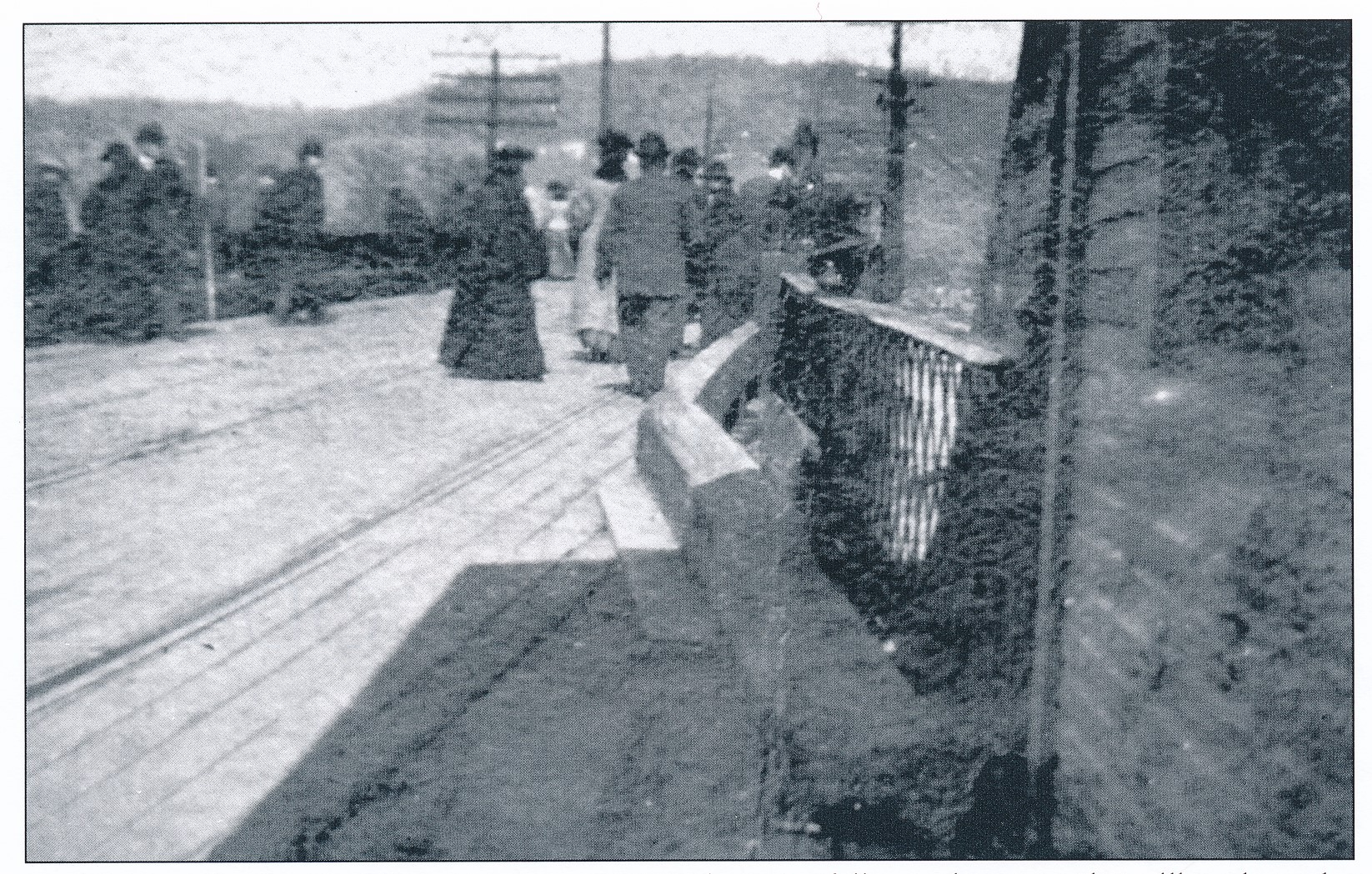 1907 Cory-Neville Bridge Tollbooth (looking at flood).jpg