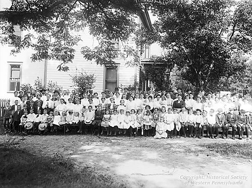 1907-09-14 Group Along Road in Middletown.jpg