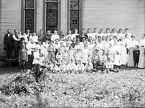 1907-09-14 Group before Church in Middletown.jpg