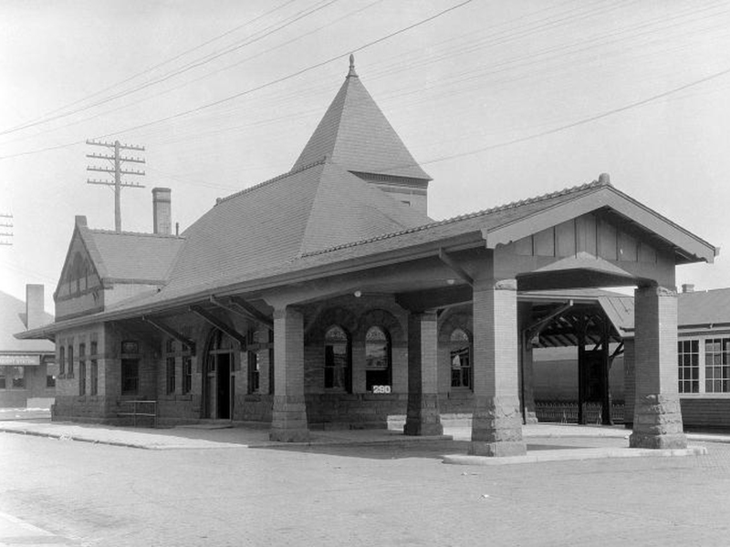 1920 coraopolis-pa-ple-rr-station.jpg