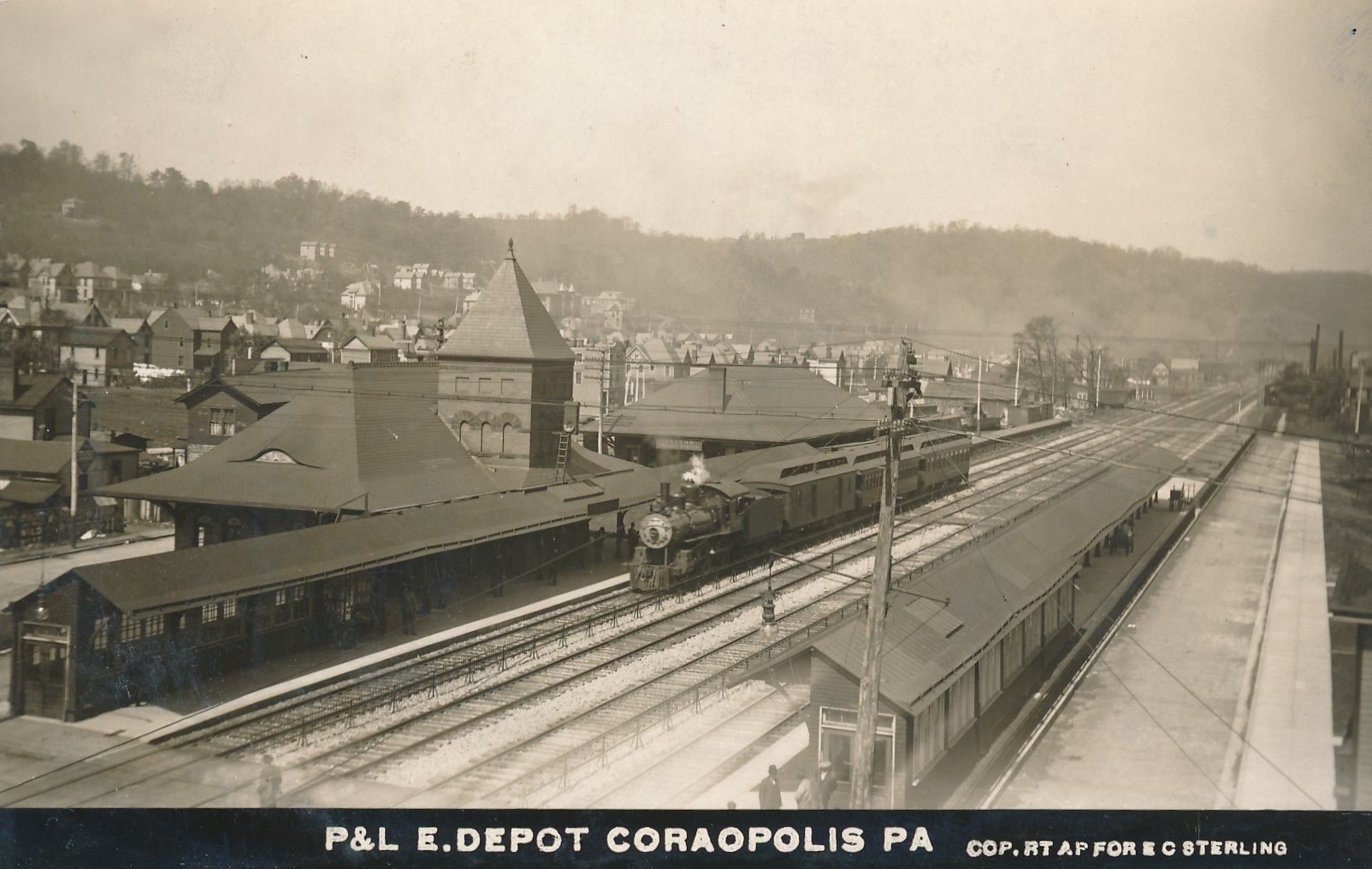 Coraopolis Station (abt 1910) (1).jpg