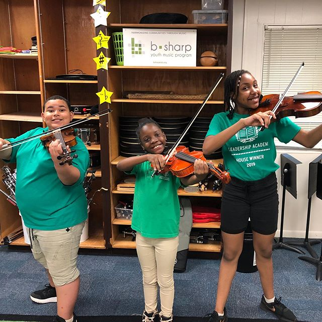 We love seeing kid's smiling faces when they receive an instrument! Many of the programs we provide instruments to focus not only on music, but on leadership and life skills as well.  #femalefounders #nonprofitorganization #fortworth #smallactsofkindness #violinist #socialchange #guitars4gifts  Photo by @bsharpyouthmusic