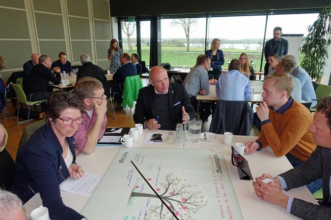 Søren Gade diskuterer bæredygtige løsninger med ambitiøse landmænd. Foto: Jens Henrik Nybo