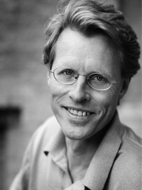 Bo Lidegaard   Forhenværende chefredaktør for Politiken  Medlem af Frejs bestyrelse   Wikipedia