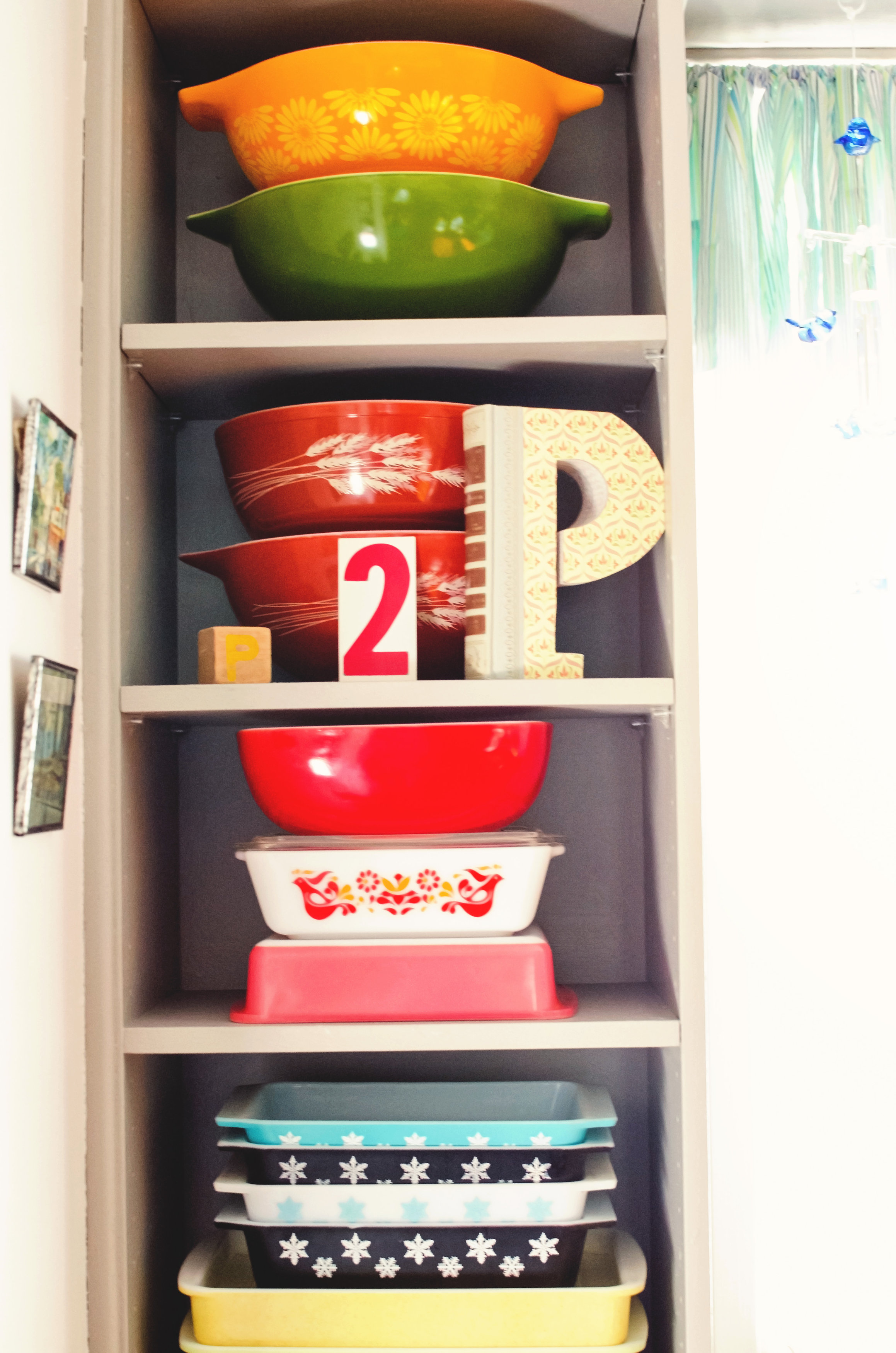 Colorful, vintage Pyrex as decor. H.Prall & Co. | hprallandco.com