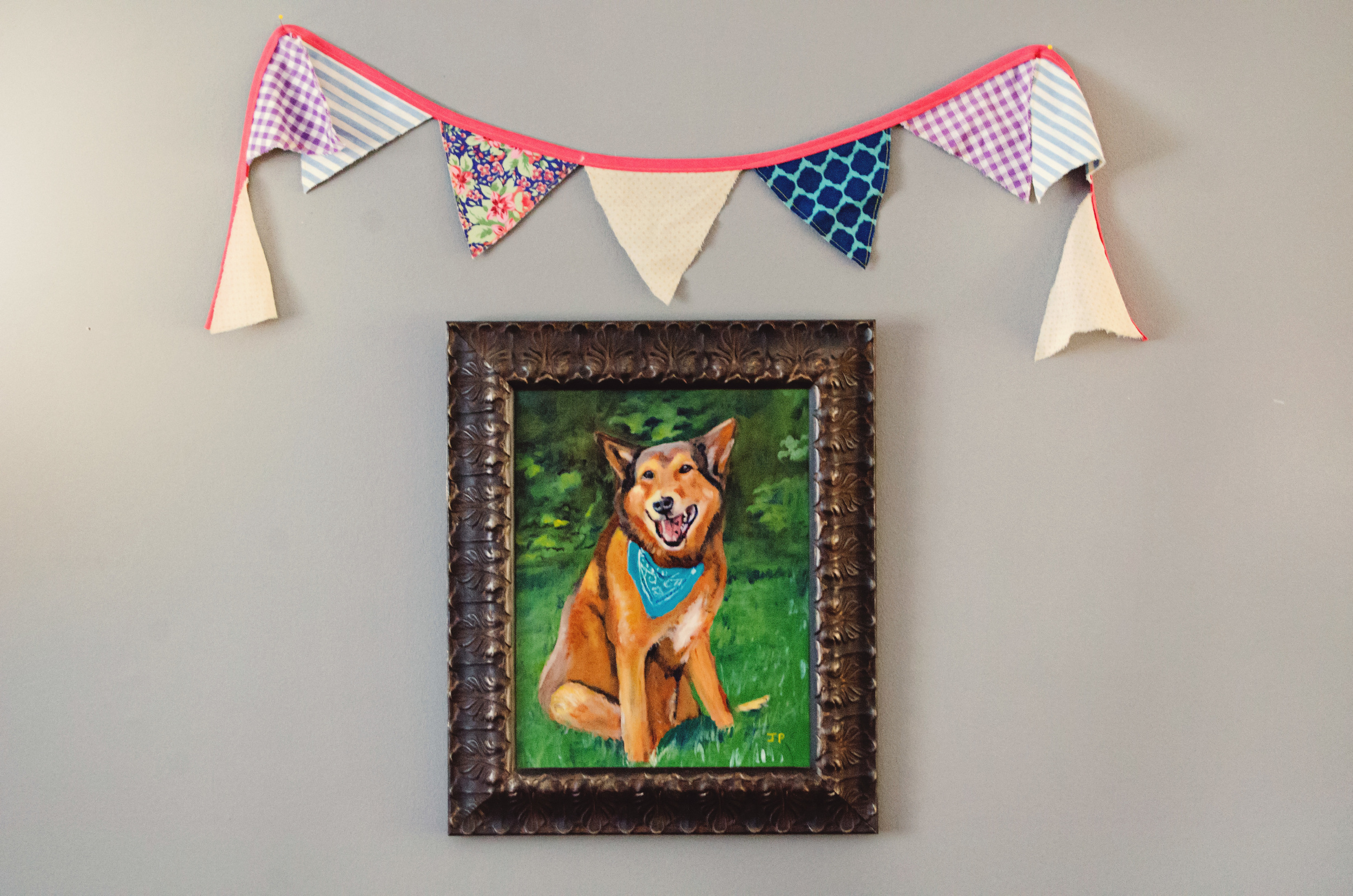 Painted dog portrait with a sweet, colorful bunting hanging above it. || RustopiaConsulting.com