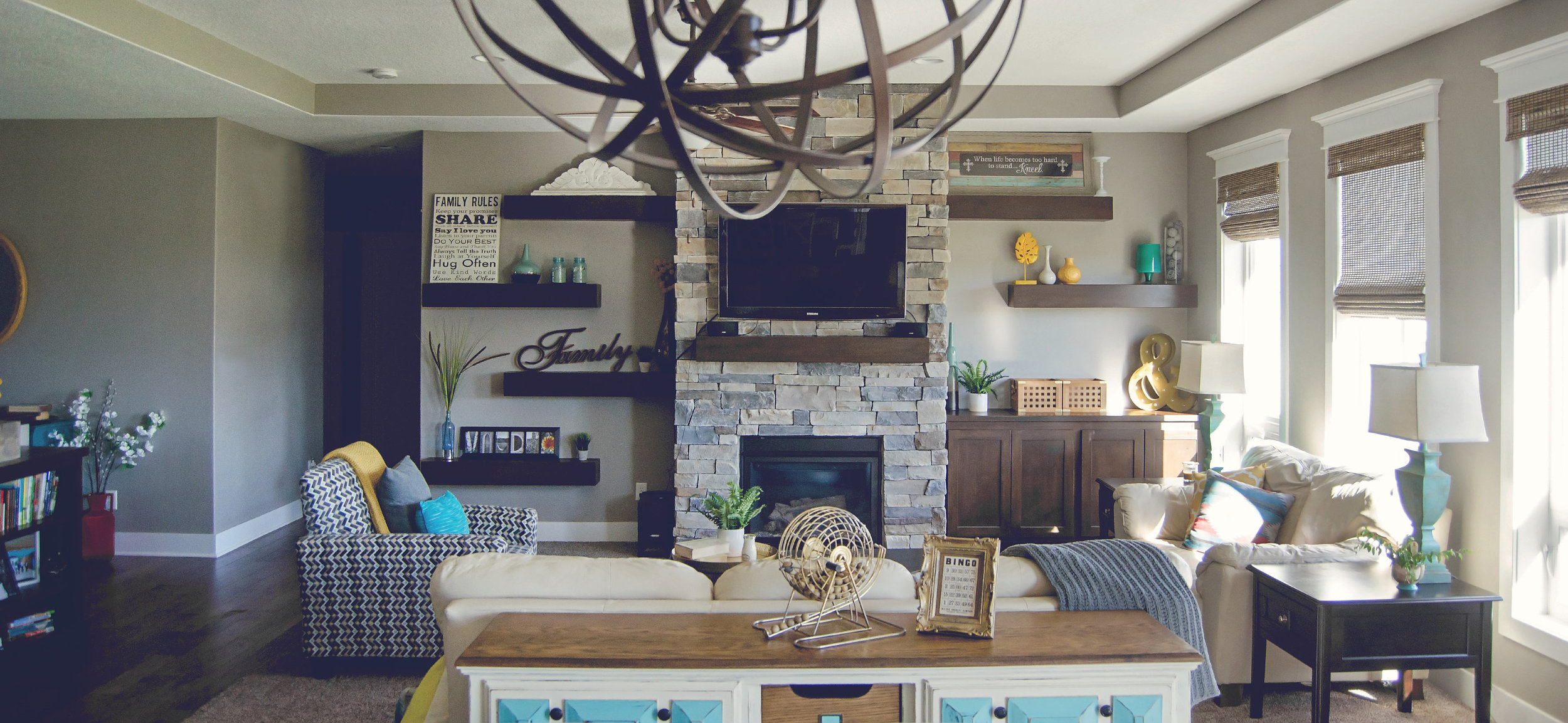 Living room style with pops of turquoise and yellow. || RustopiaConsulting.com