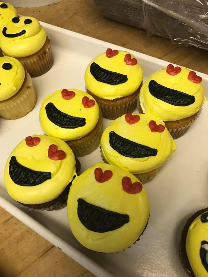 Cupcakes-emoji.jpg