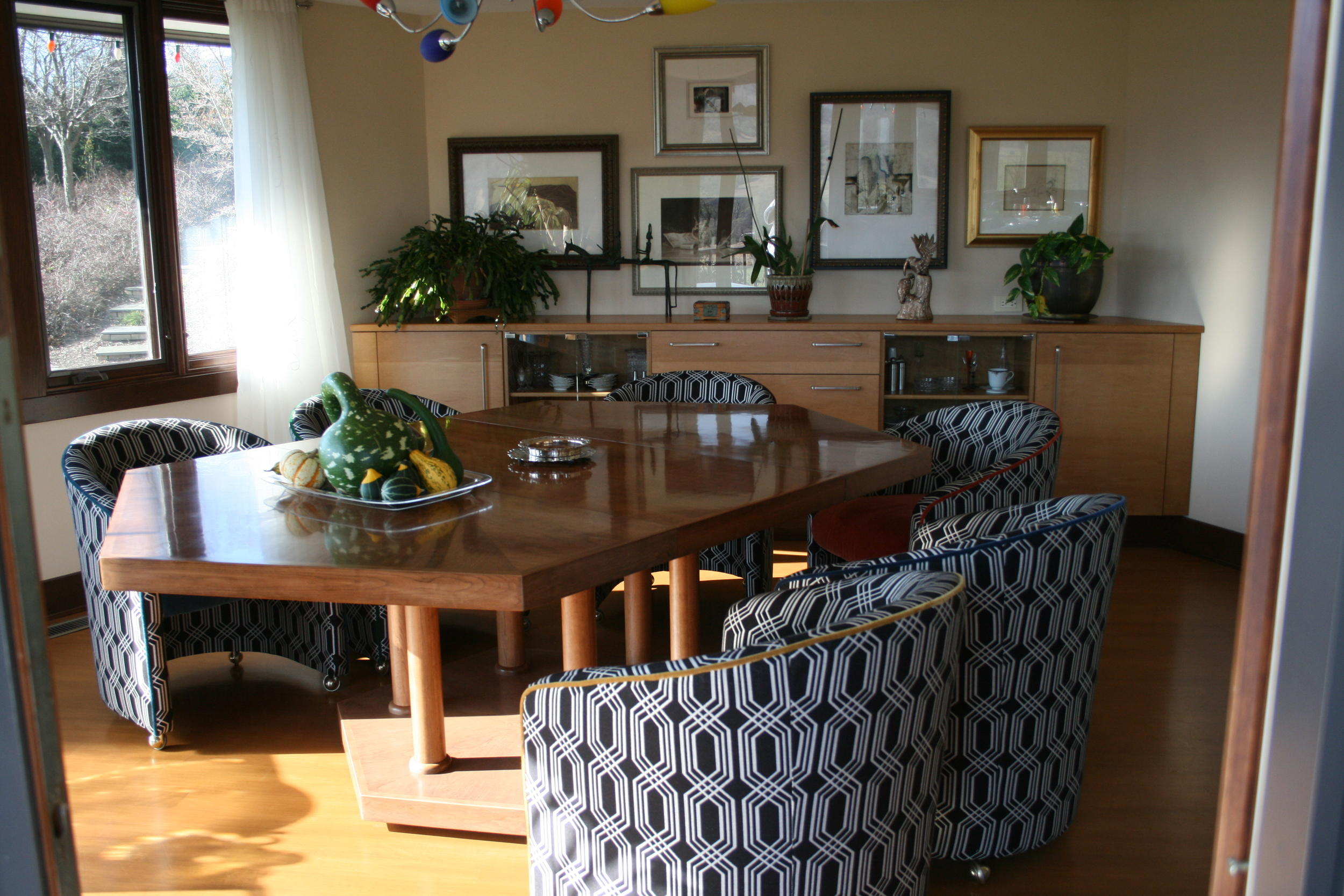 Wino Garr Dining Room.JPG