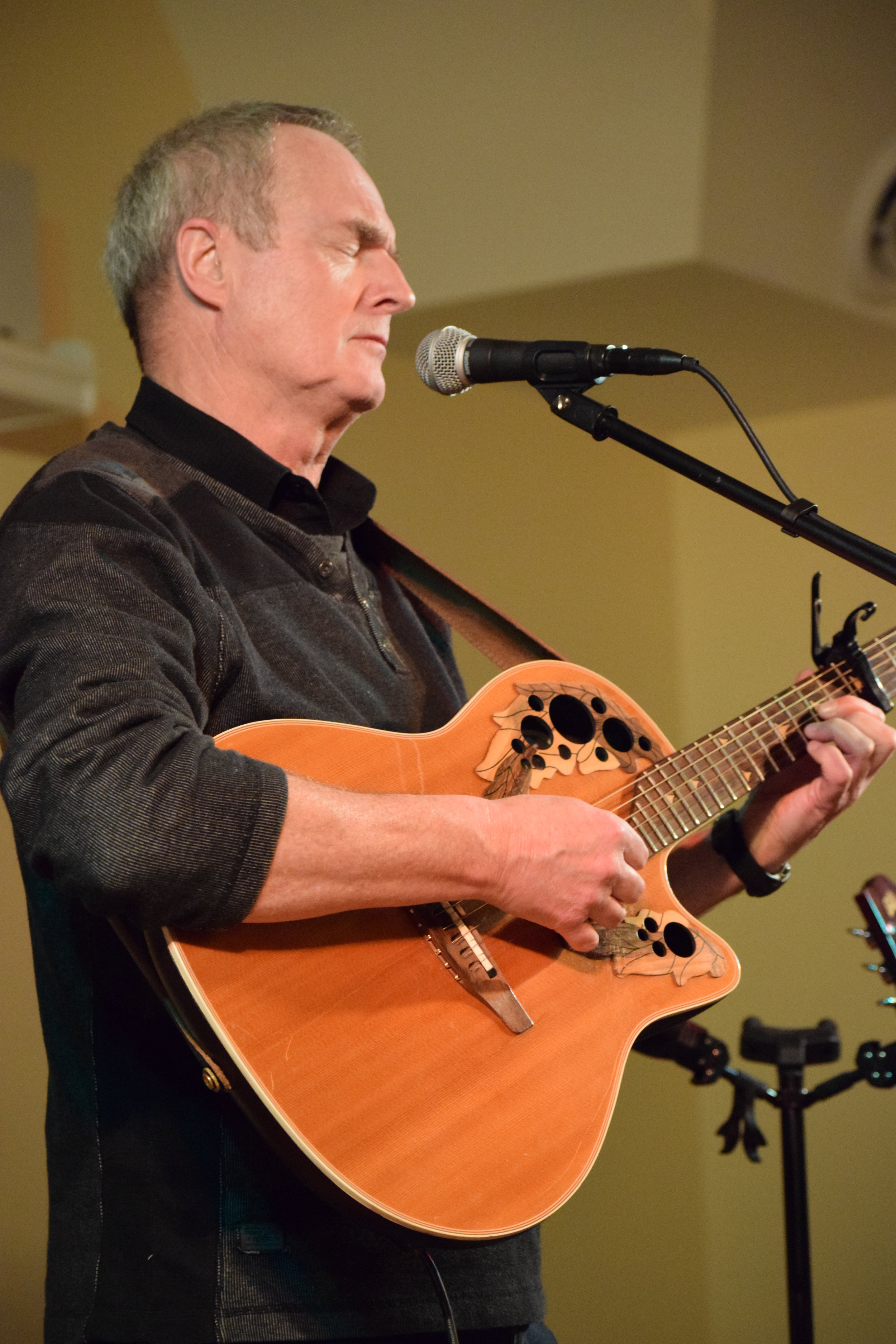 Feature Artist at  Sooke Folk Music Society . Photo by Marilyn J. Adams Gallant.