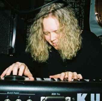 photo courtesy of  www.lizwelshmusic.com