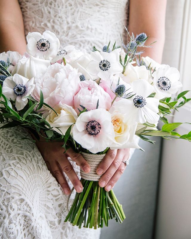 Love, love, loving how sweet and playful these anemones are. @heynphotography • • • • • #bohobride #modernwedding # #weddingideas #modernbride #bohowedding #happilyeverafter #stylemepretty #bridetobe #bettertogether #weddingflowers #bridalbouquet #weddinginspiration #theknot #ido