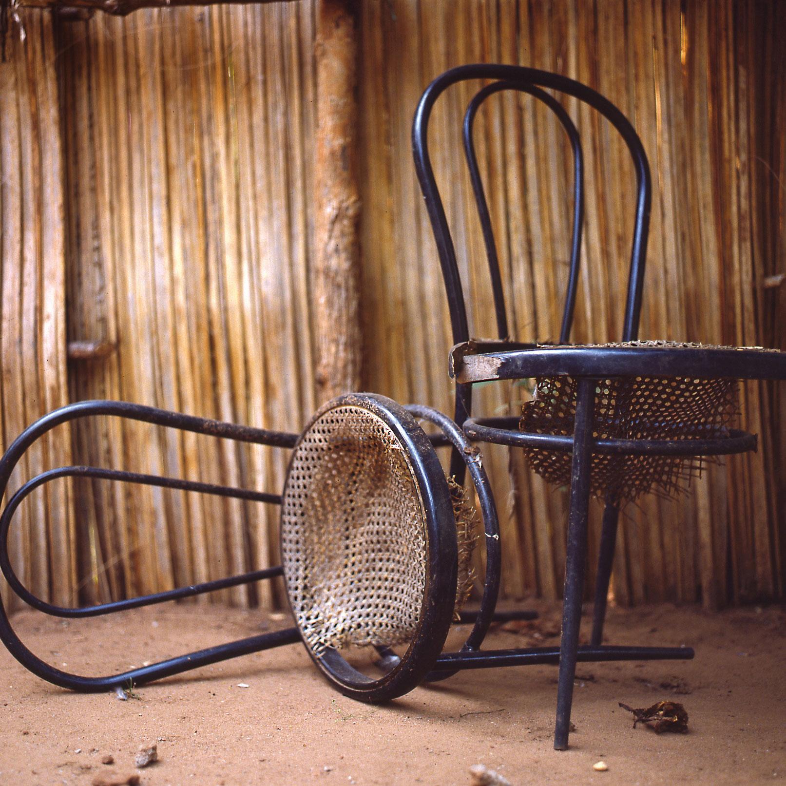 Chaises à réparer    ©W  ilfrid E  dierre