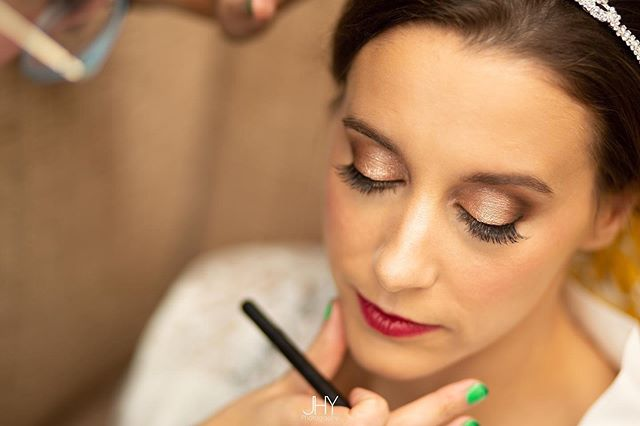 How amazing does my gorgeous bride Erin from Friday at Loch Green look?! Finishing touches on her makeup captured fabulously by @jhy_photo  #weddingmakeup #wedding #bridalmakeup #bride #weddingmakeupartist #bridalmakeupartist #glasgowmakeupartist #scottishmakeupartist #scottishmua #glasgowmua #troon #lochgreen #scottishwedding #makeupbyme #weddingmakeupinspiration #bridalmakeupinspo #weddingday #mua #classicmakeup #glammakeup #naturalmakeup #softglammakeup #bridalbeauty #glasgow #likeforlikes #likeback #makeupartist #weddingphotography #featuremeoncewed