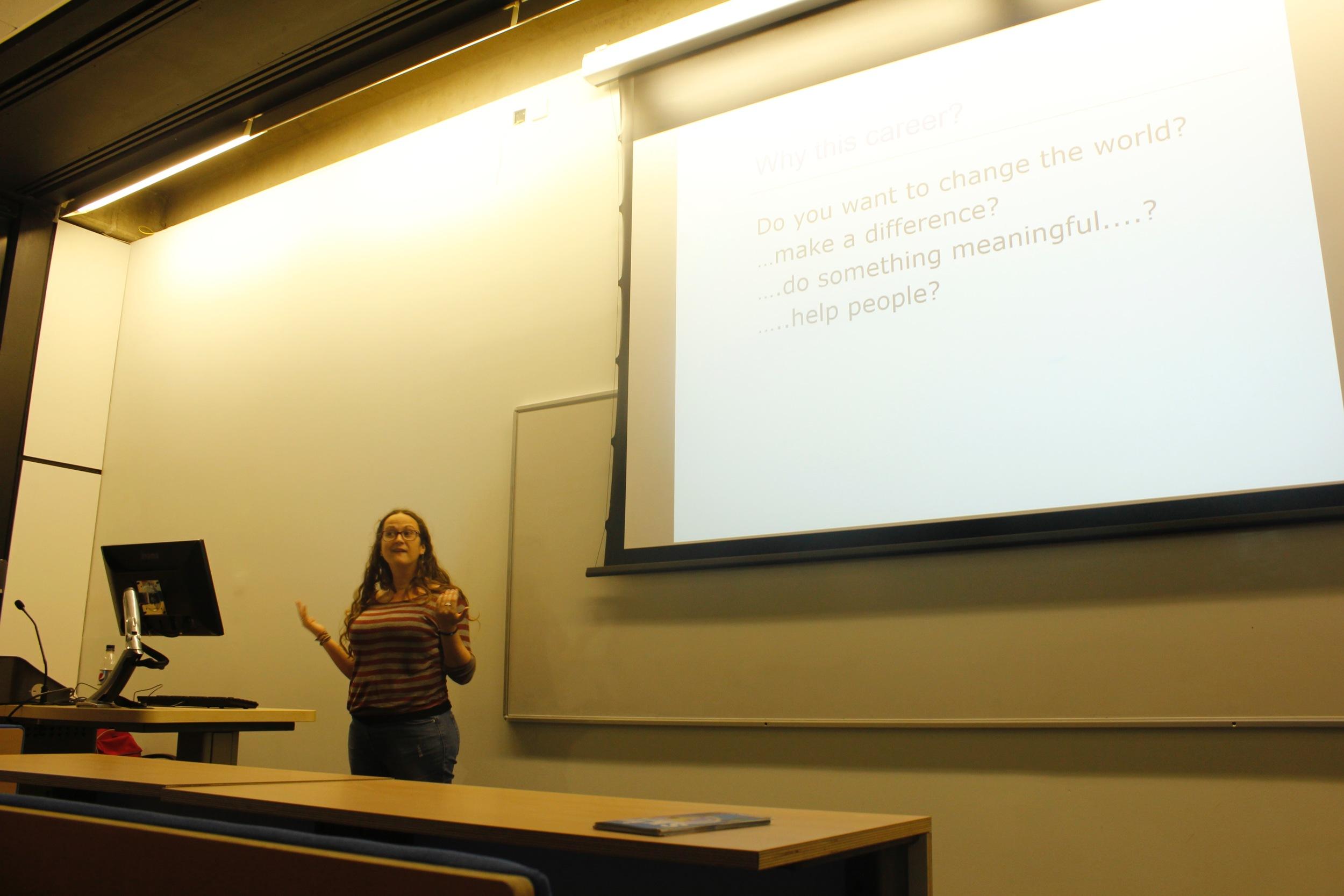 Liz Wilson, directora de Skip durante la charla-presentación en UEA el pasado mes de octubre