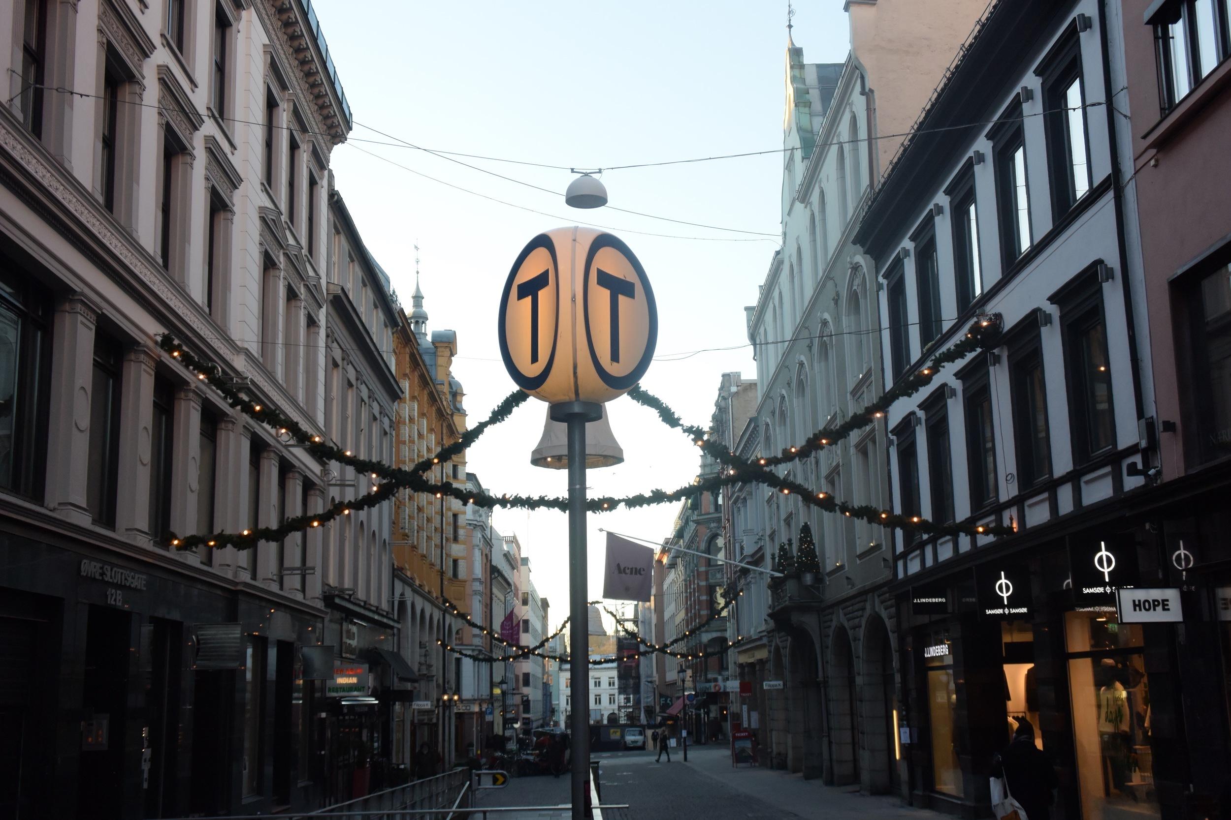 Céntrica avenida de Oslo, cerca de una parada de metro de la capital noruega. / LUKE JACKSON
