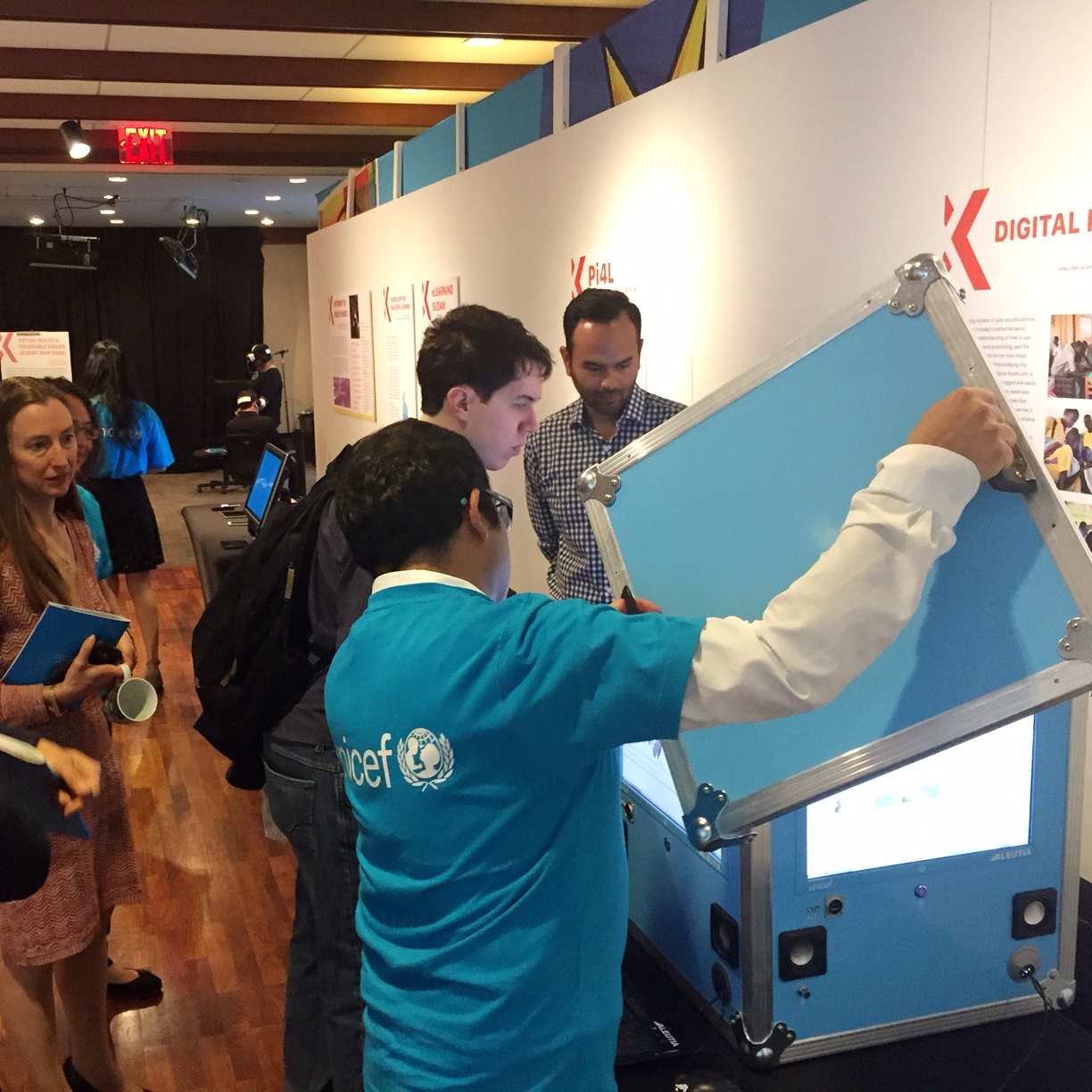 unicef's unicube, internet cafes in a box (no installation required)
