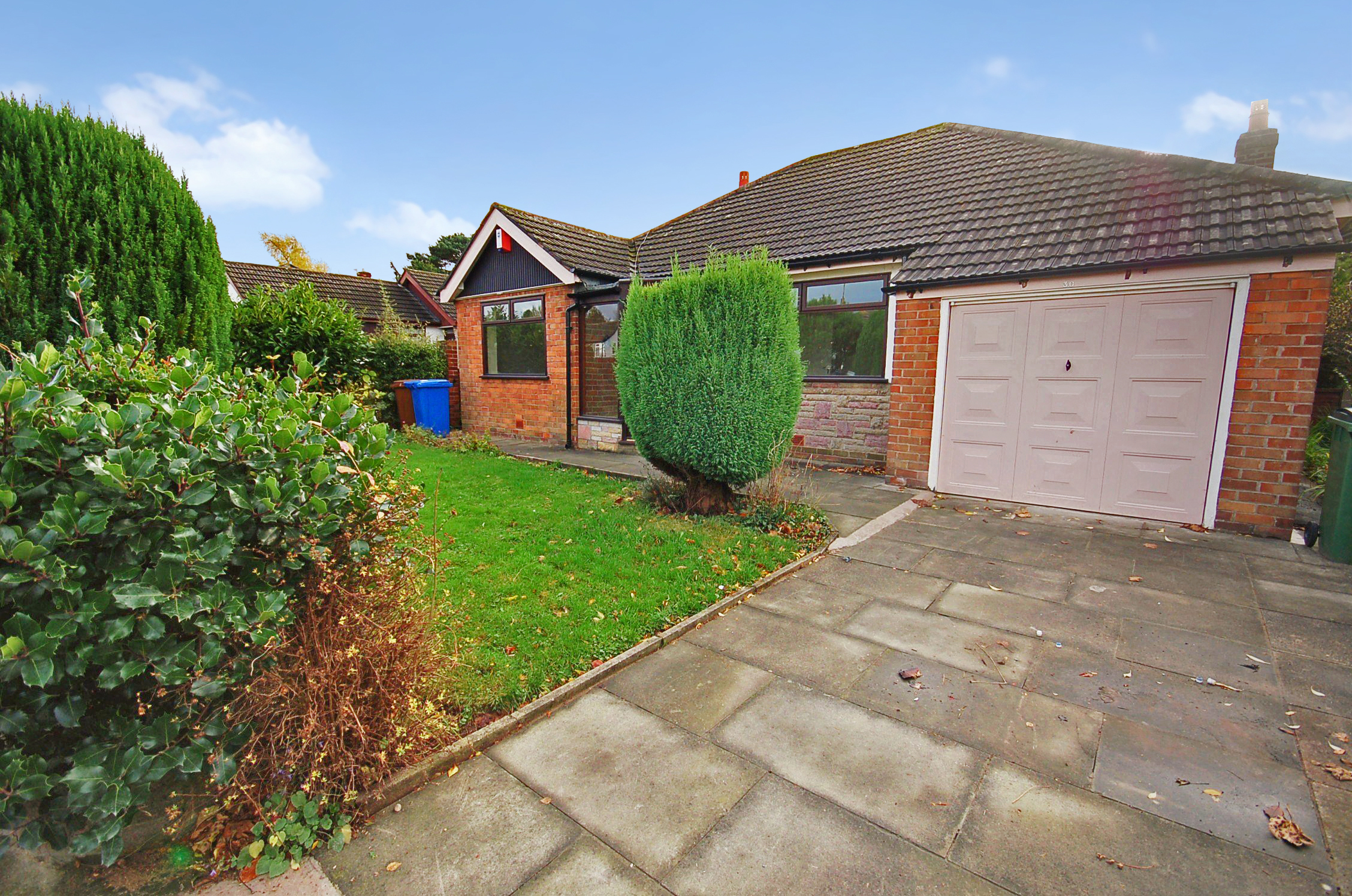 Thornway | £850 2 Bed - 2 double bedroom unfurnished detached bungalow, set in the beautiful village of High Lane