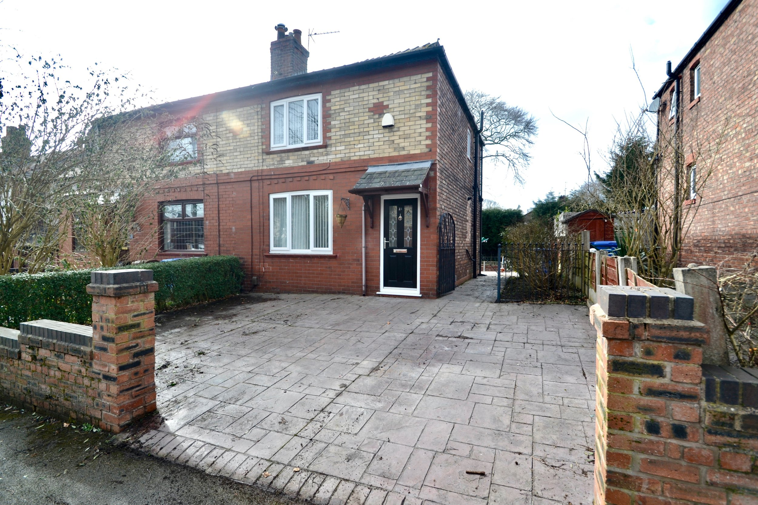Heys Avenue | £7252 Bed - A magnificent presented 2 bedroom semi-detached unfurnished house centrally located in Romiley