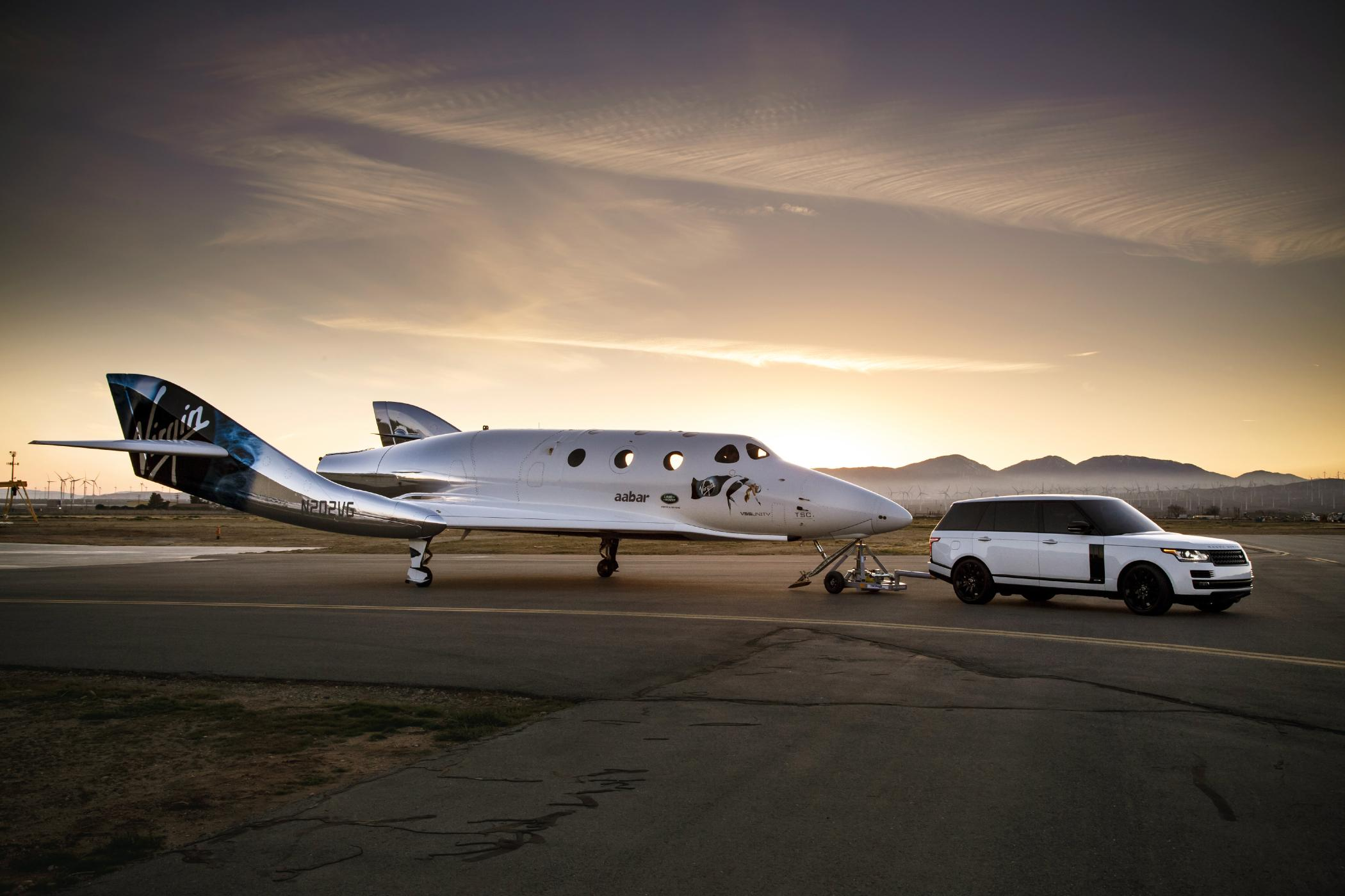 Virgin-Galactic-VSS-Unity-and-Range-Rover-26.jpg