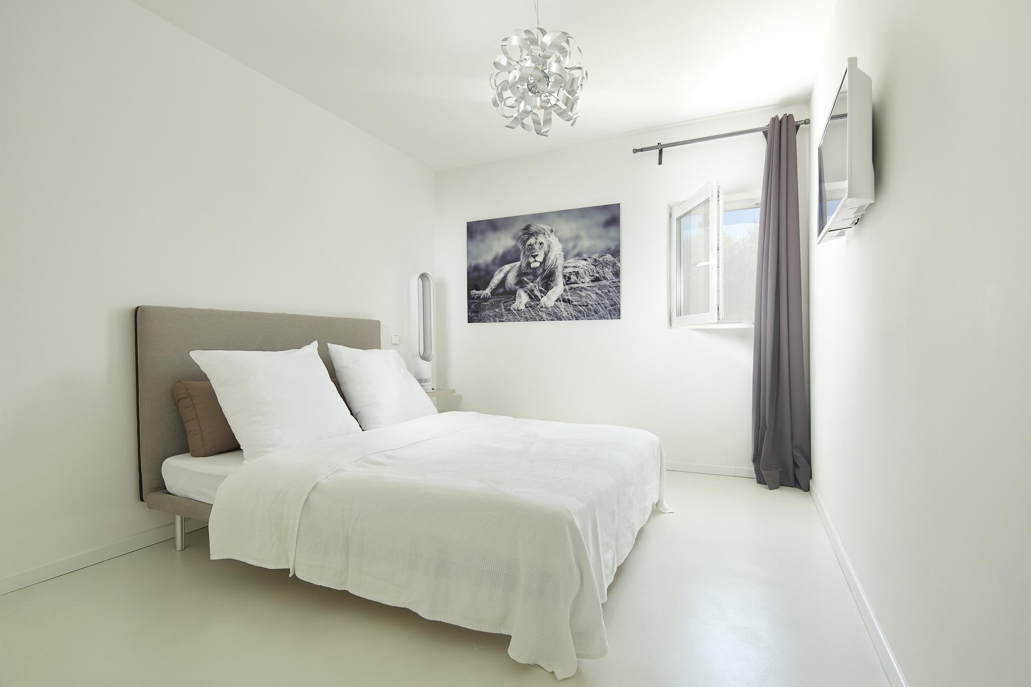 Bedroom_1.1.jpg