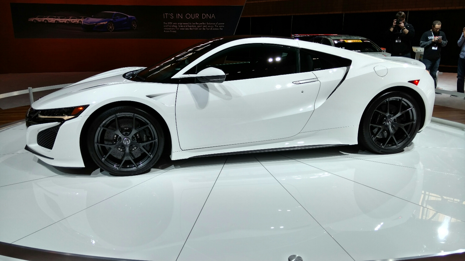 ohhhh the new NSX is so pretty in real life.