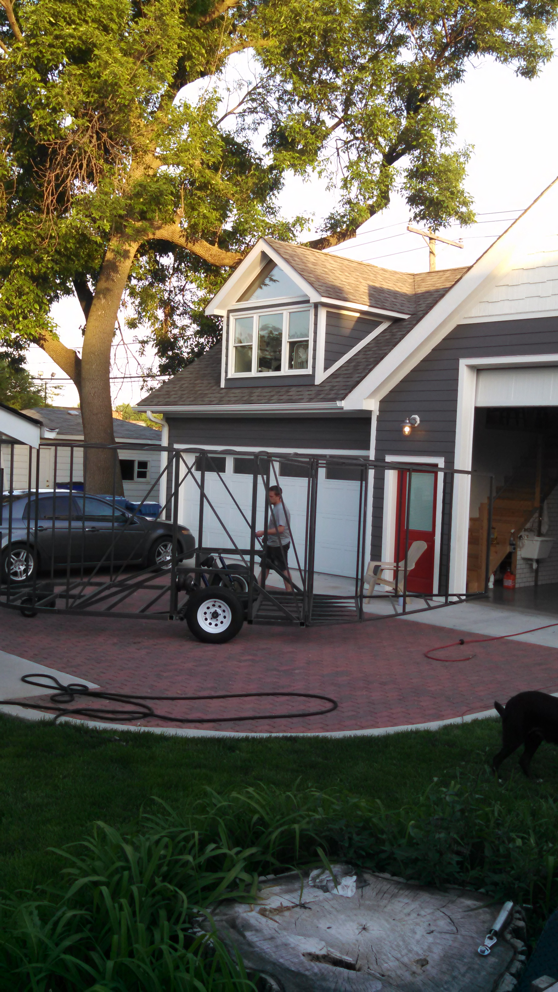 Here is a shot of the next Jabaay creation we'll be featuring here.......Jeremy and Allison's homemade teardrop trailer, while under construction. This shot also shows off the gorgeous permeable pavers.