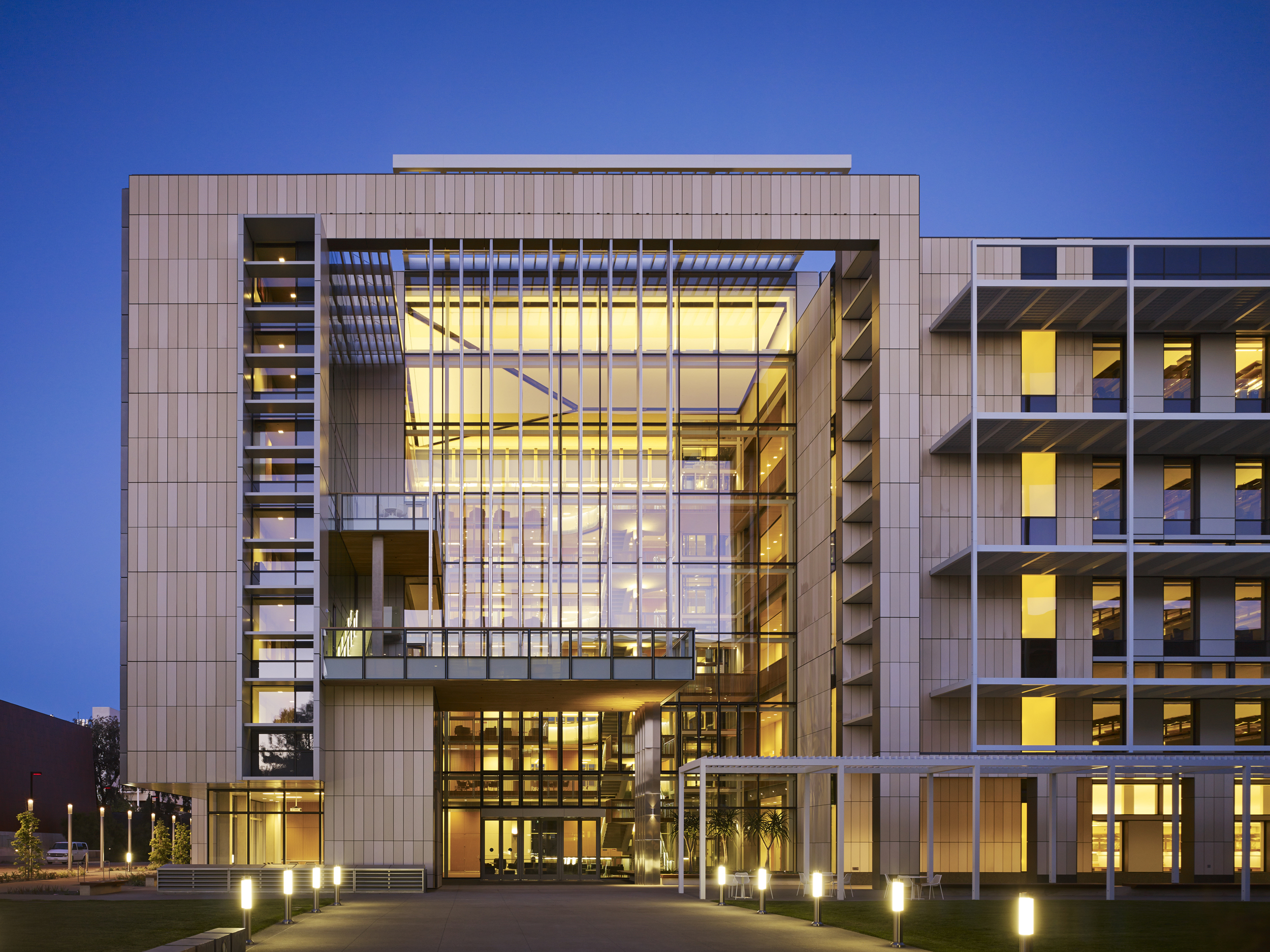UCSD BioMedical Unit 2  ZGF Architects  San Diego, CA     Return to Projects