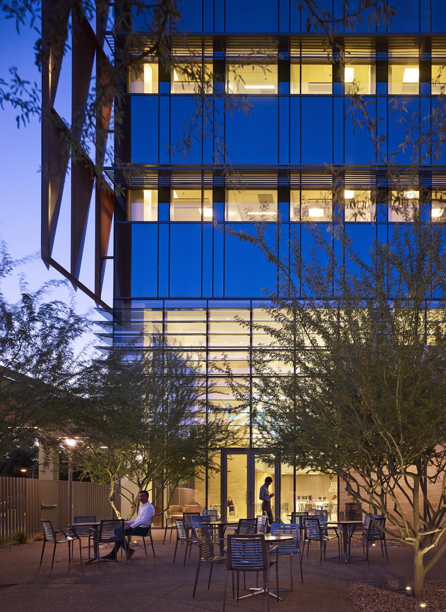 Arizona Cancer Center  ZGF Architects  Phoenix, Arizona     Return to Projects