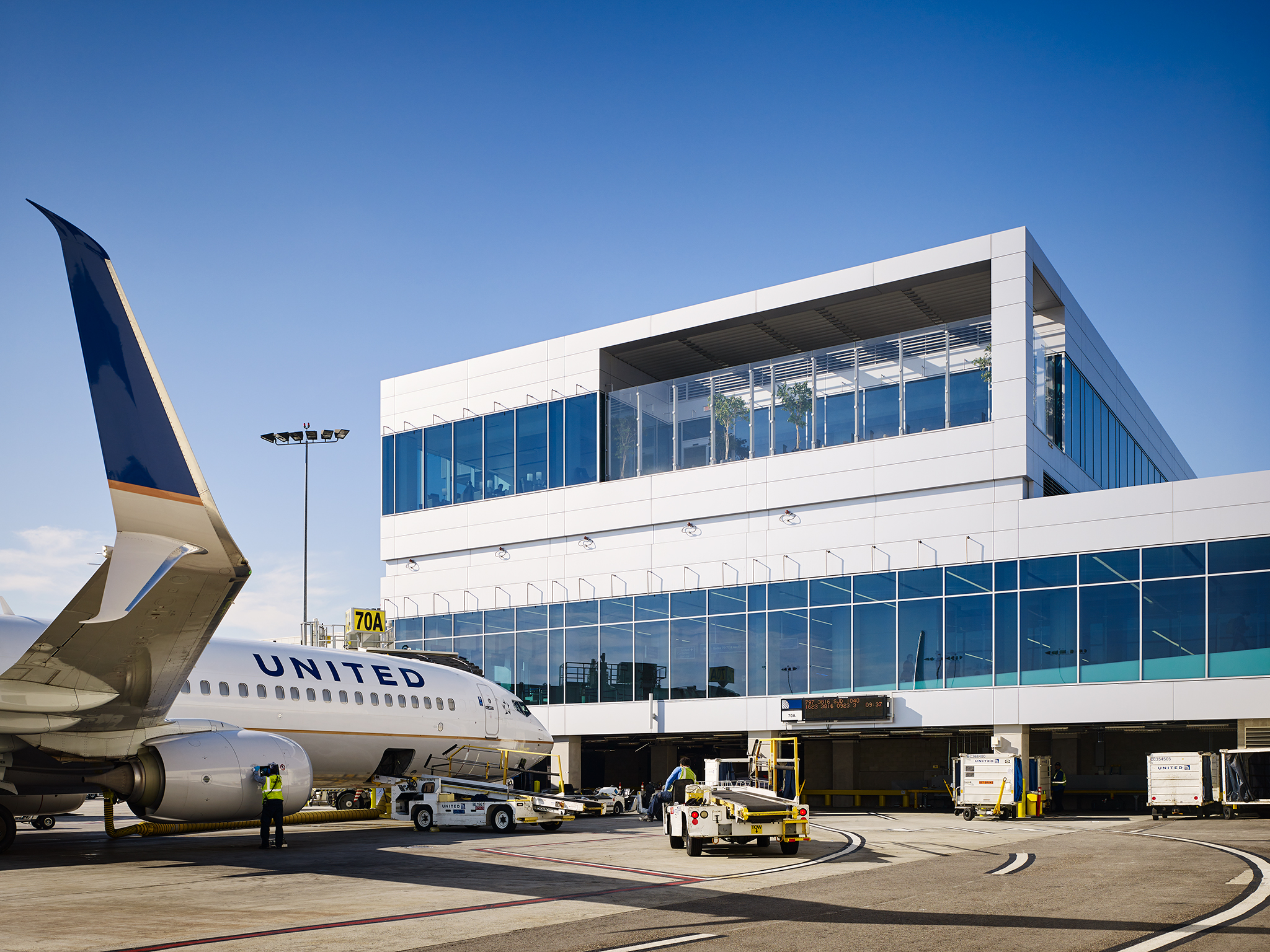 LAX United Terminal Renovation  Krueck+Sexton  Los Angeles, CA     Return to Projects