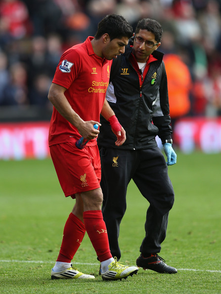 Zaf with suarez lfc v reading 2013.JPG
