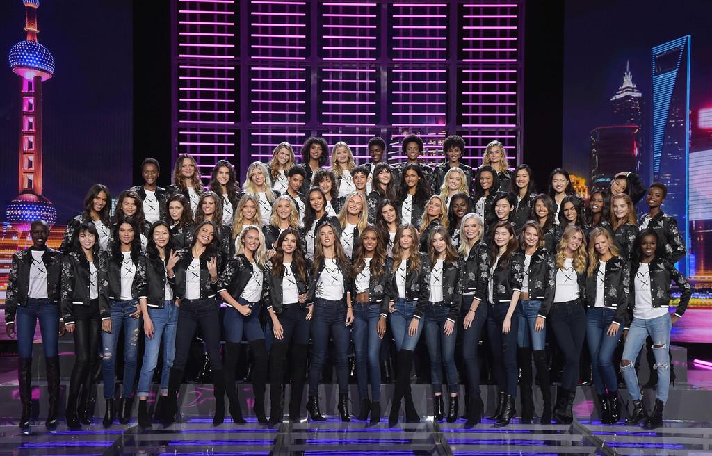 Victoria+Secret+Fashion+Show+2017+Model+Appearance+pjvI5DOsswBx.jpg