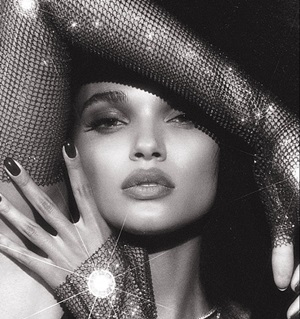 VOGUE BRAZIL JAN 2018   (CLICK TO VIEW GALLERY)