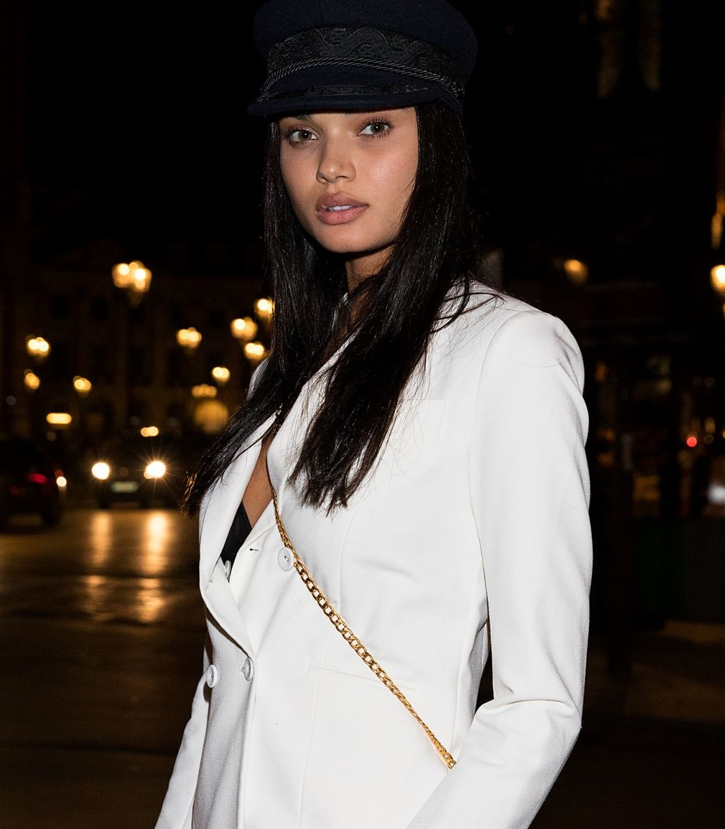 PARIS FASHION WEEK   (CLICK TO VIEW GALLERY)