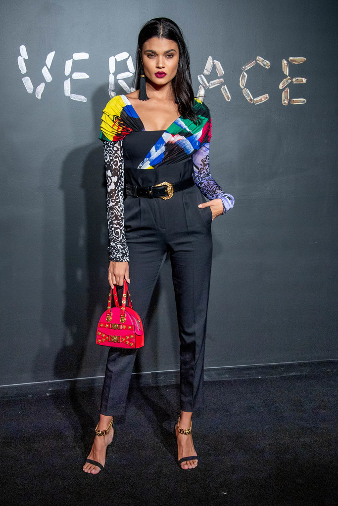 Versace+Fall+2019+Arrivals+aPpAF420dr6x.jpg
