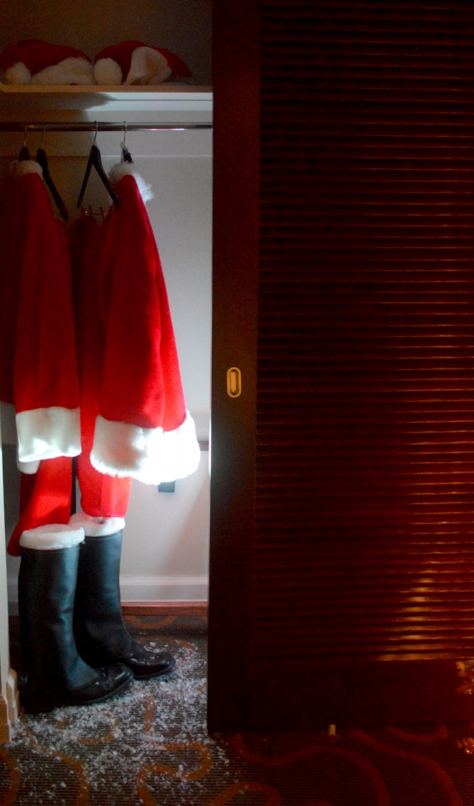 The  Swissotel  invited our families to have breakfast in their Santa Suite.