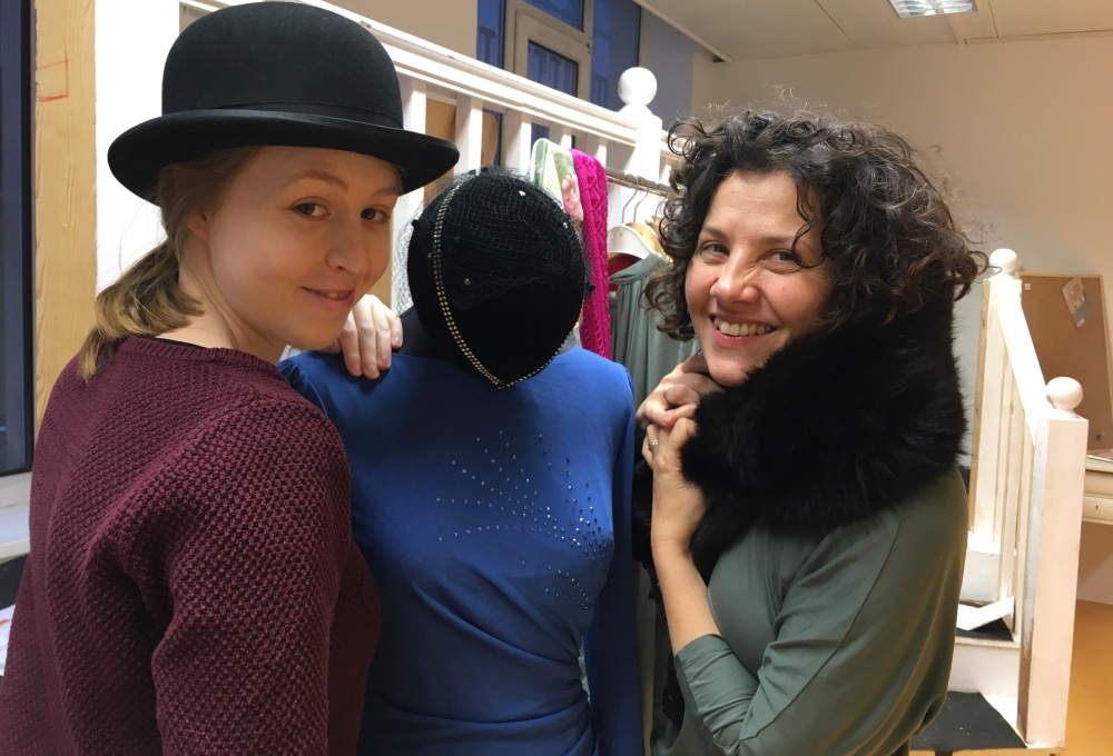 Director Mathilde Berry (r.) and Assistant Director Birte Oldenburg (l.) in the rehearsal room - the mannequin in the middle is part of the set decoration of  Death in High Heels