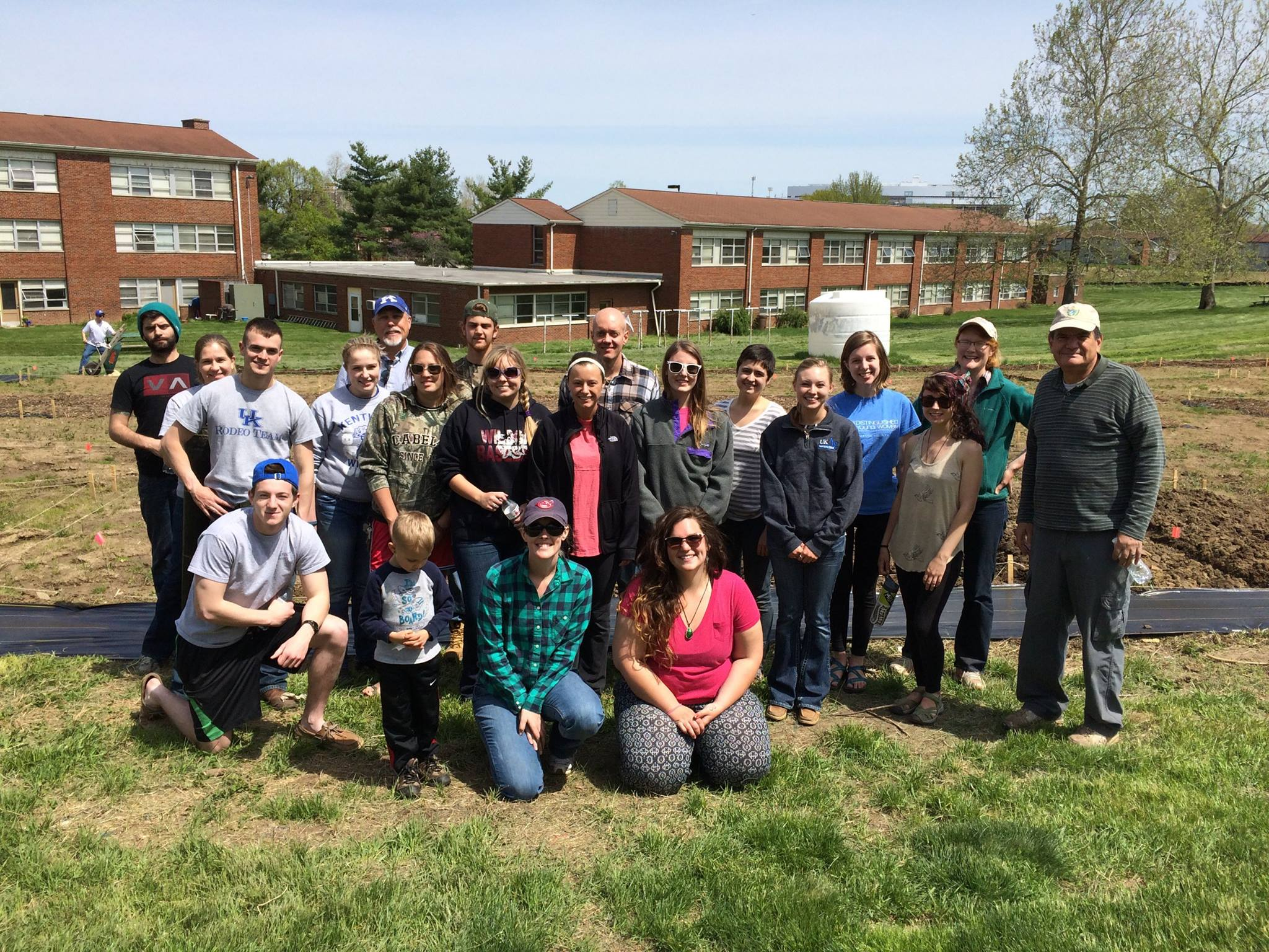 UK Horticulture faculty, students, and staff volunteer to revitalize the community garden.