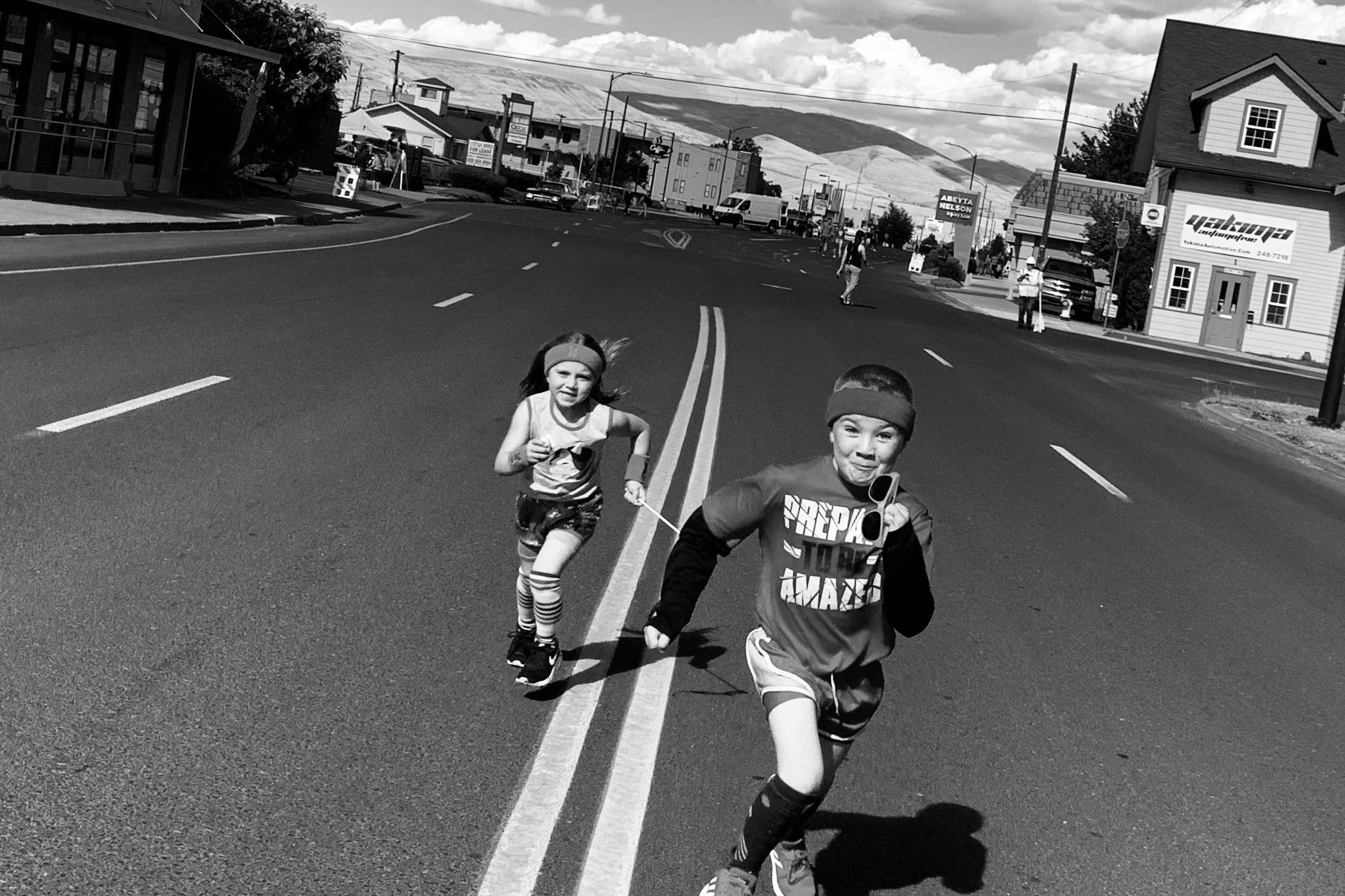 Blanchard kids at the Downtown Yakima Mile