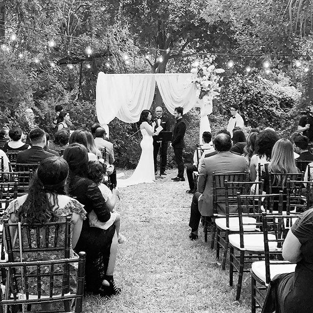Que honor poder oficiar el casamiento de mi hijo @jobjonathan con su amada @beeeonkuh. Les amamos de todo corazón. #thegonzalezfamily5plus1