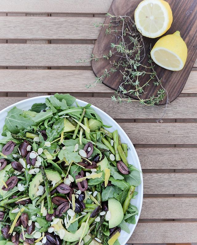 Happy Labour Day my friends ☀️ I don't know about you but I'm sipping in every drop of these late summer days with al fresco dining and ALL the salads⁣ 🥗🥗🥗 ⁣ This effortless side-dish is simply made with grilled asparagus, halved kalamata olives, sliced avocado, and arugula, and tossed with a beautifully (and brainlessly) basic lemon thyme dressing, as well as some shaved almonds and a bit of fresh lemon zest for an extra summery zing⁣ 🍋🌱 ⁣ Pair it with your favourite grilled protein for a fast + fresh mid-week meal or bring it along to a potluck BBQ to accompany delightful company with friends and perhaps an aperol spritz or two⁣ 😉 ⁣ EASY LEMON THYME DRESSING BELOW…⁣ ⁣ 1/2 cup olive oil⁣ juice of 1/2 lemon⁣ 1/4 tsp sea salt⁣ 1/4 tsp fresh cracked black pepper ⁣ 1 tbsp fresh thyme⁣ 1 tsp dried oregano⁣ 1 small clove of garlic ⁣ ⁣ *mix ingredients in a small blender or food processor and enjoy!