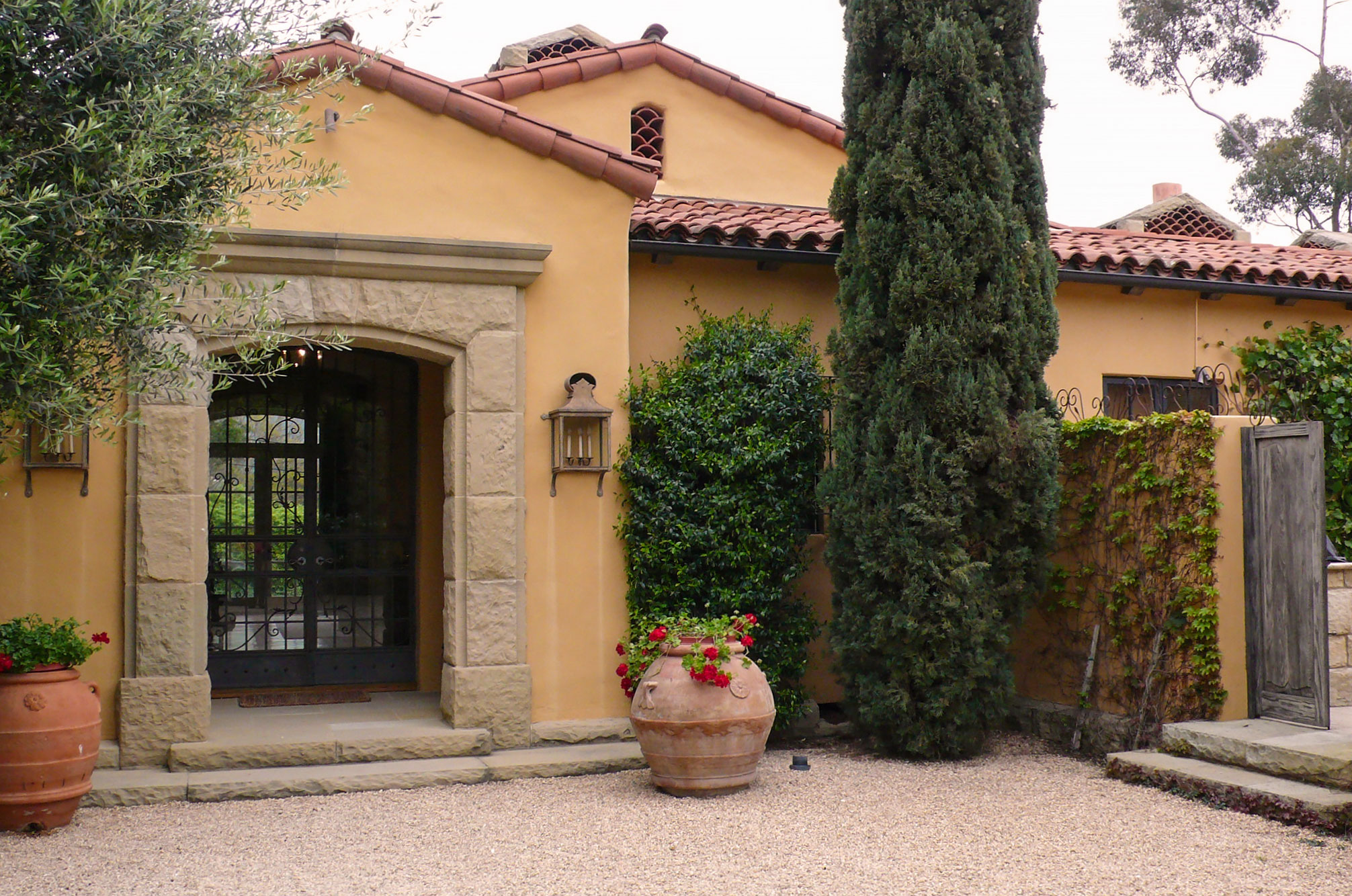 A-exterior-entrance_e.jpg