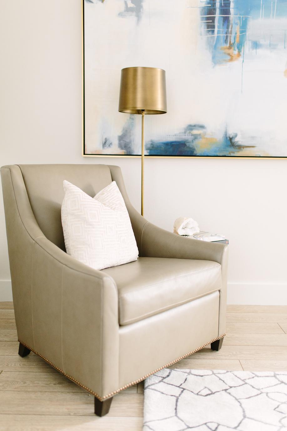 Classic contemporary living room - Akin Design Studio