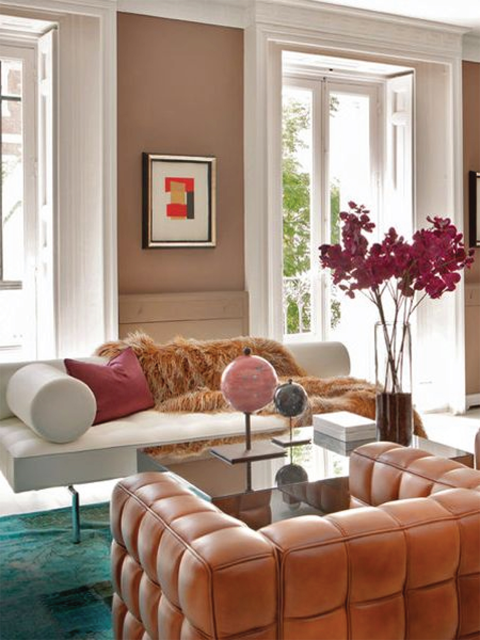Funky pink accents | Living room design